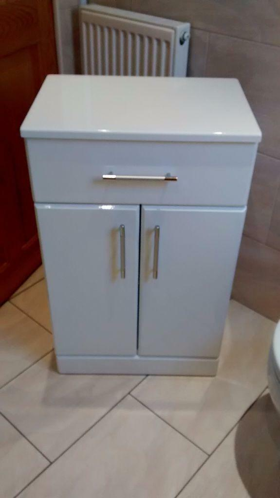 Free standing bathroom cabinet united kingdom gumtree for Bathroom cabinets gumtree