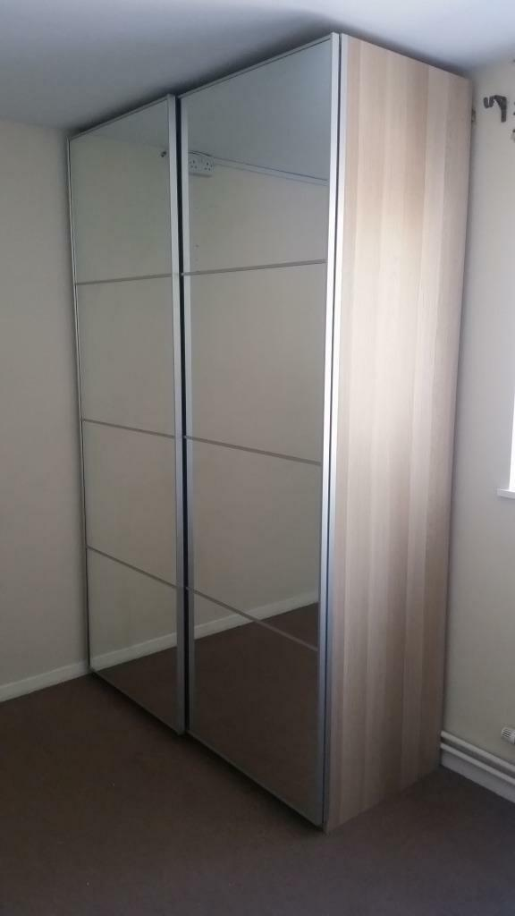 Sliding mirror double door wardrobe united kingdom gumtree for Sliding glass doors gumtree