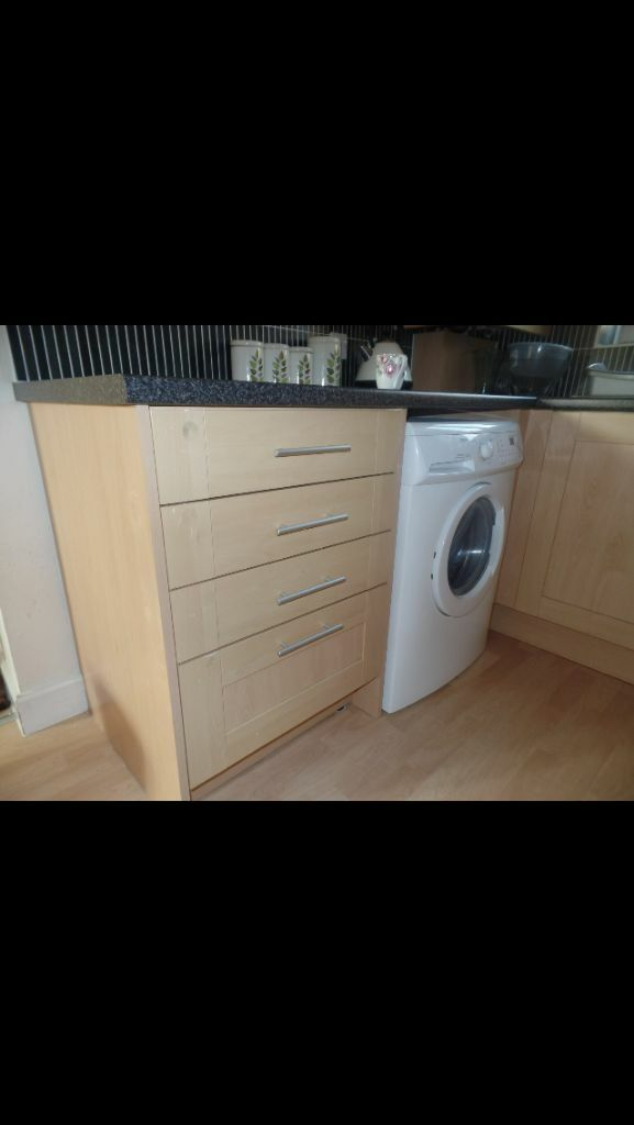 Kitchen Cabinets Units Sink Insinkerator Extractor Pelmet Cornice Handles Doors Carcases