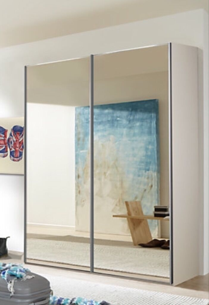 Double wardrobe with mirrored sliding doors united for Sliding glass doors gumtree