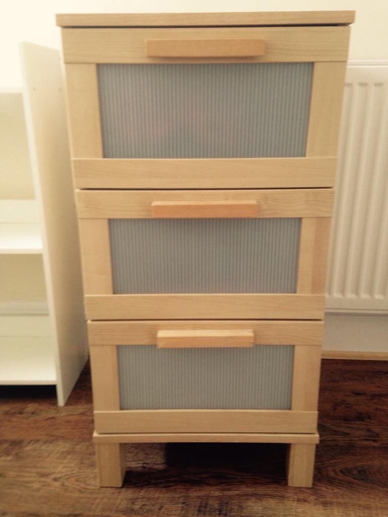 Oak effect ikea chest of drawers oak effect three drawer for Furniture kingdom benfleet