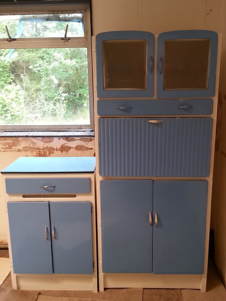 Retrovintage 1950s 1960s Kitchen Cabinets If You Re Wanting A Vintage Retro Look In Your