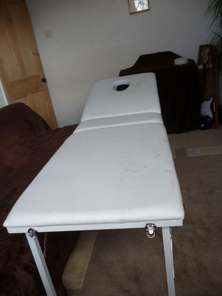 Full size portable massage bed united kingdom gumtree for Gumtree beauty table