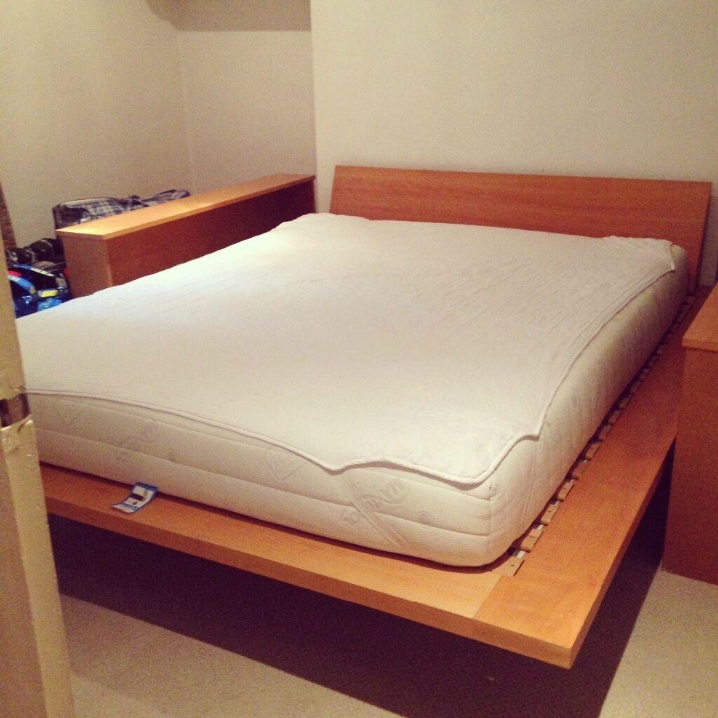 King size wooden base mattress and mattress topper Pick