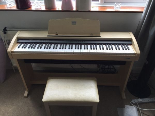 second hand digital piano buy sale and trade ads. Black Bedroom Furniture Sets. Home Design Ideas