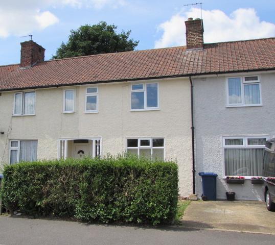 3 Bedroom House In Goldbeaters Grove Mill Hill Edgware HA8 United Kingdo