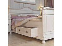 sch ner garderobenschrank im landhausstil g nstig zu haben in baden w rttemberg karlsruhe. Black Bedroom Furniture Sets. Home Design Ideas