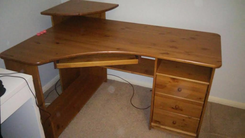 large corner desk sale ads buy sell used find great prices. Black Bedroom Furniture Sets. Home Design Ideas