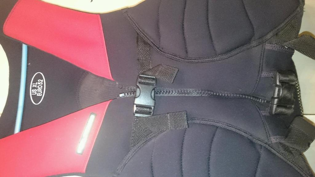 Wetsuit and safety vest wetsuit neil pryde size 98 see for Ikea safety vest