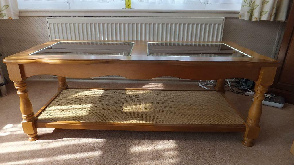 Coffee table with glass top united kingdom gumtree for Coffee tables gumtree
