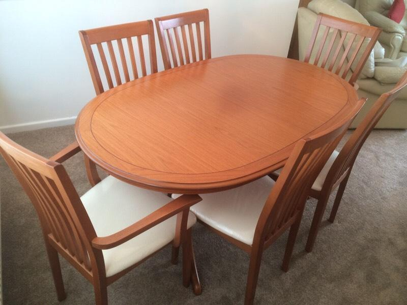 Teak extending dining room table with 6 chairs 2 carvers for Dining room tables on gumtree