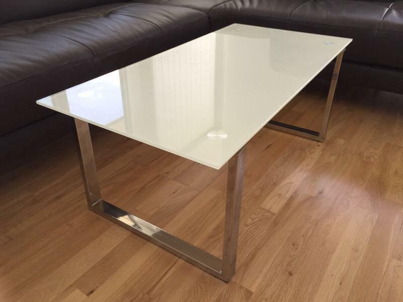 Very good condition coffee table white tempered glass top for Coffee tables gumtree