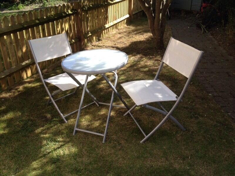 Fold out table and chairs united kingdom gumtree for Outdoor furniture gumtree