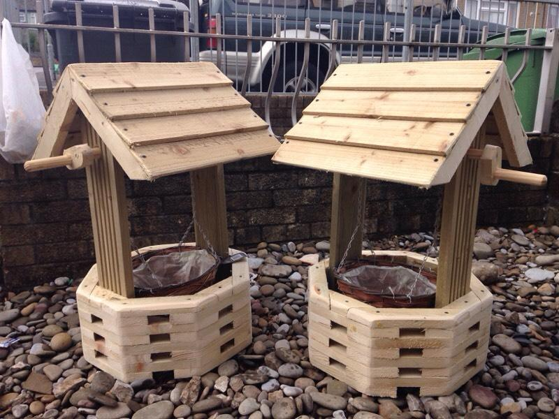 Pair of garden wishing well planters united kingdom for Outdoor furniture gumtree
