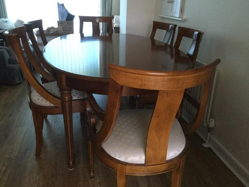 Dining room table chairs extendable inc sideboard for Dining room tables on gumtree