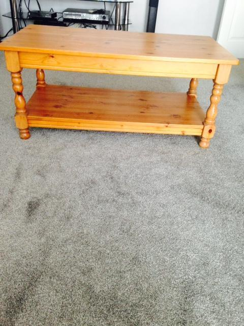 Coffee table pine wood united kingdom gumtree for Coffee tables gumtree