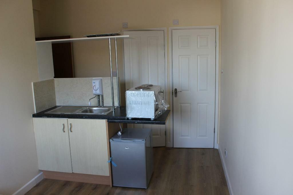all bills included near hendon central transport links furnished and