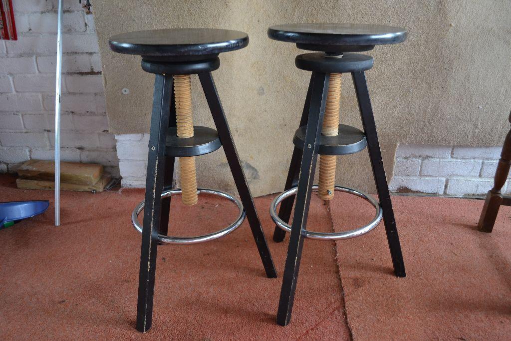 Turn screw adjustable bar stools united kingdom gumtree - Screw top bar stools ...