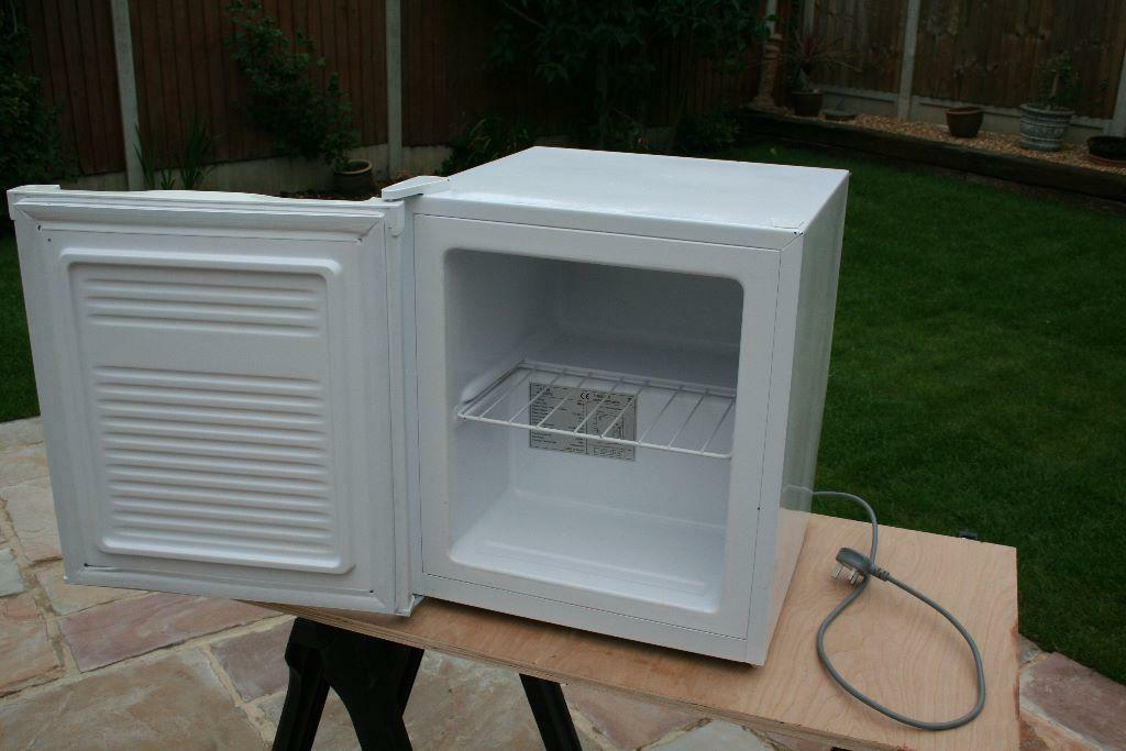 Currys essentials table top freezer model ctf34w12 for Table top freezer
