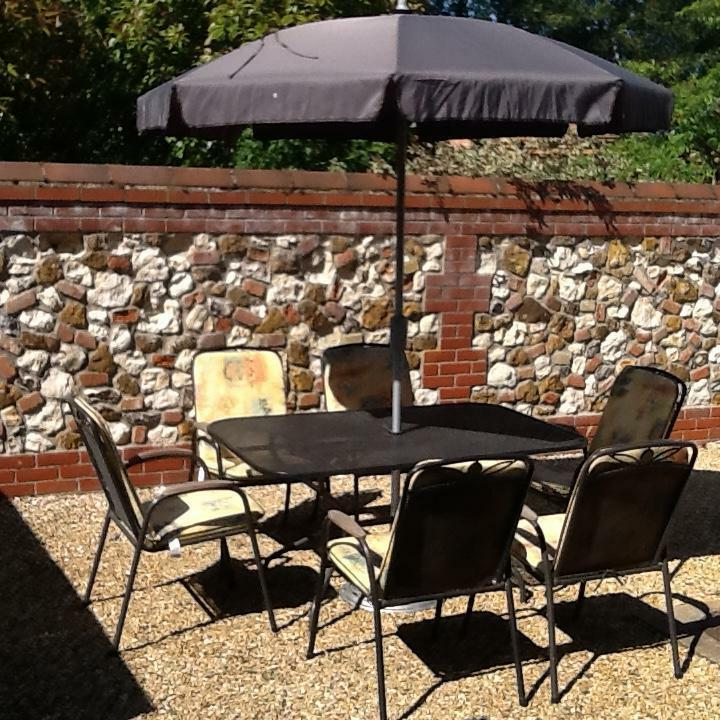 Patio Table And 6 Chairs With Parasol And Stand United