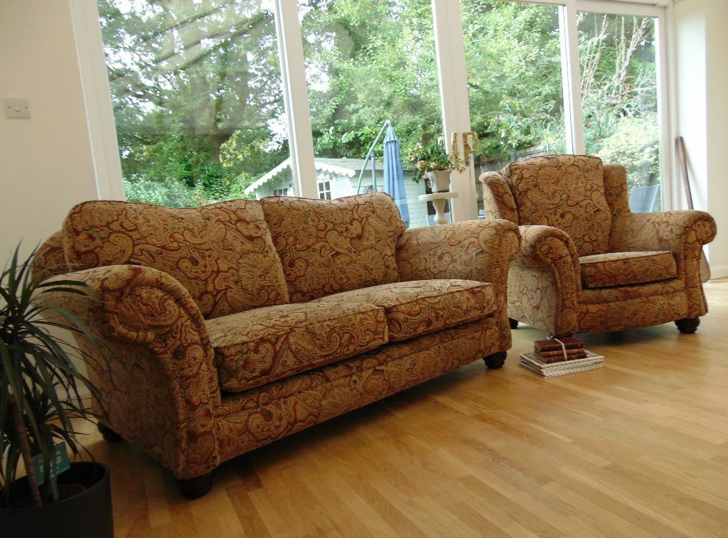 Traditional classic sofa buy sale and trade ads great for Traditional couches for sale