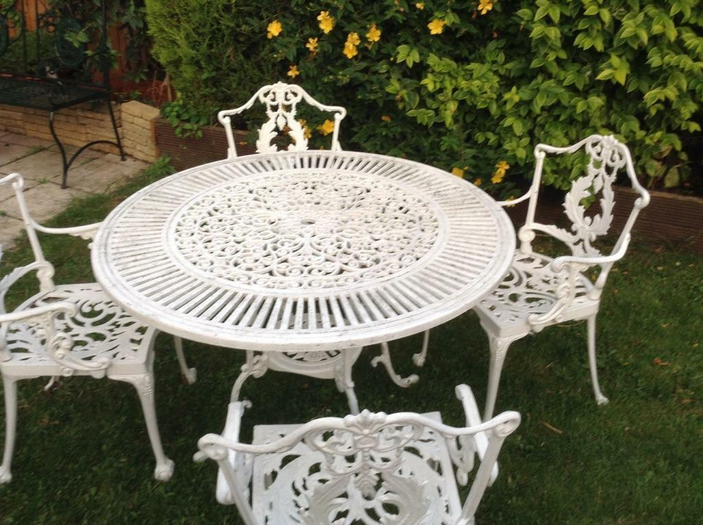 Victorian style cast aluminum garden table chairs for Outdoor furniture gumtree