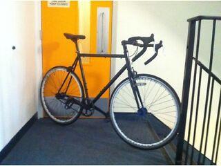Custom single speed racer road bike gatorskin puncher proof tyres lightweight quality bike bargain