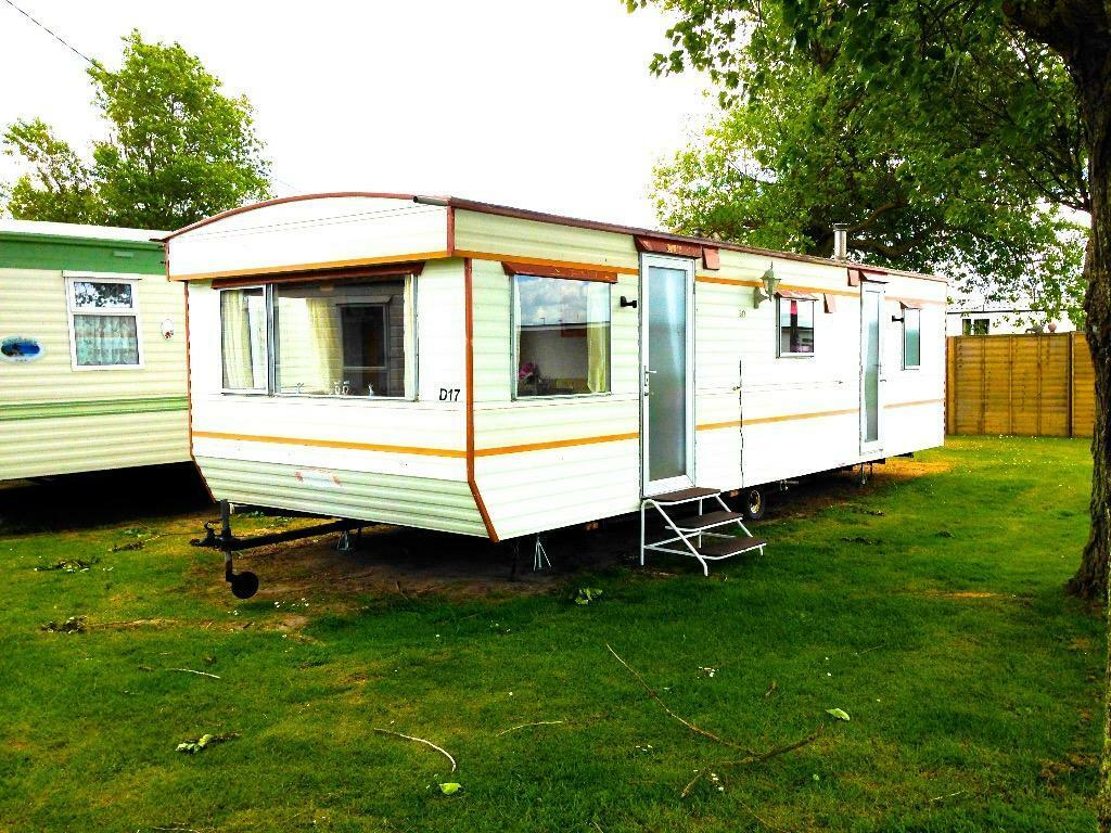 Beautiful A 3 Bedroom Starter Caravan Situated On This Popular &amp Established Holiday  The Park Can Be Found On The Norfolk Coast, A Couple Of Miles From Great Yarmouth Scratby Beach Is Within Five Minutes Walking Distance And The Famous Norfolk