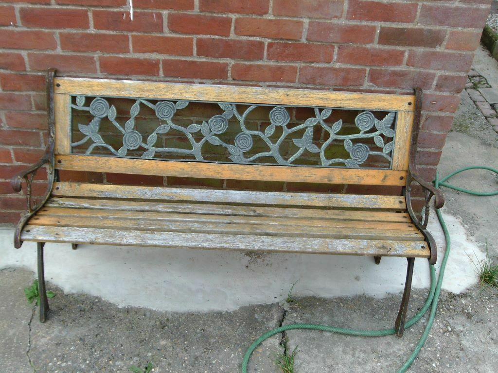 Metal and wood garden bench Buy sale and trade ads