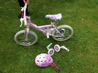 Raleigh girls bike for sale age 3-5 years. Excellent condition, includes stabilisers and helmet £30