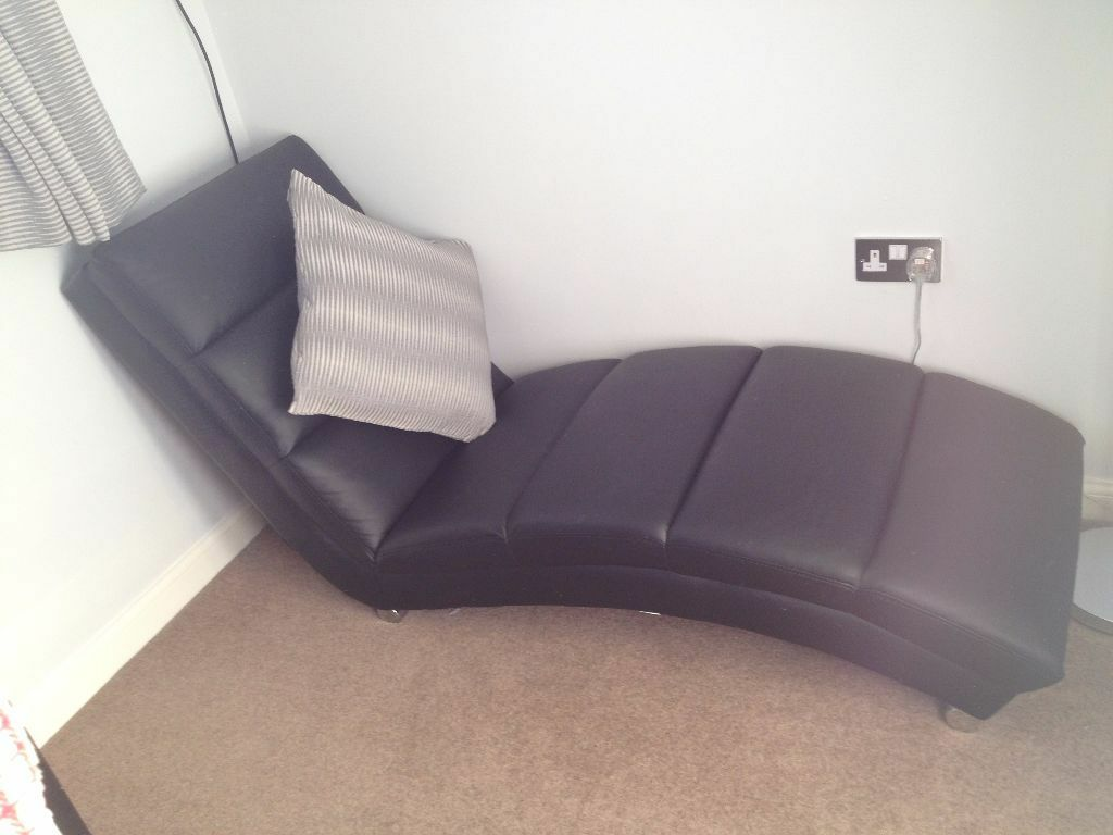 Black leather chaise longue buy sale and trade ads for Black and silver chaise longue