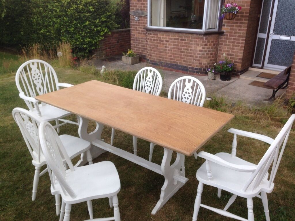Shabby Chic Dining Table With 2 Carver And 4 Chairs