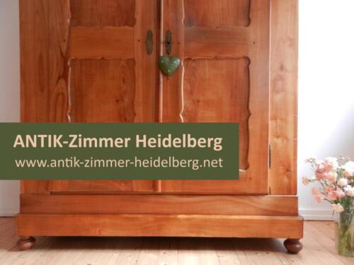 uriger wirtshaus tisch antik schreibtisch weichholztisch esstisch in baden w rttemberg. Black Bedroom Furniture Sets. Home Design Ideas