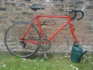 Retro road bike (no front wheel)