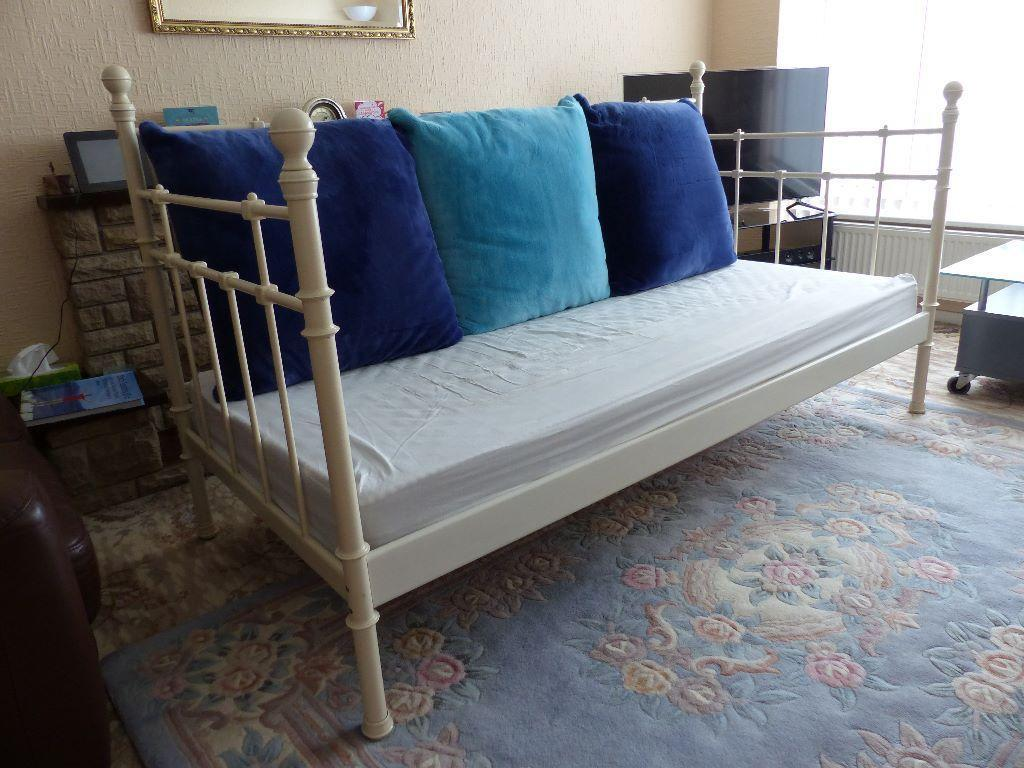 Ikea day bed sofa bed in cream with cushions mattress and for Daybed cushion ikea