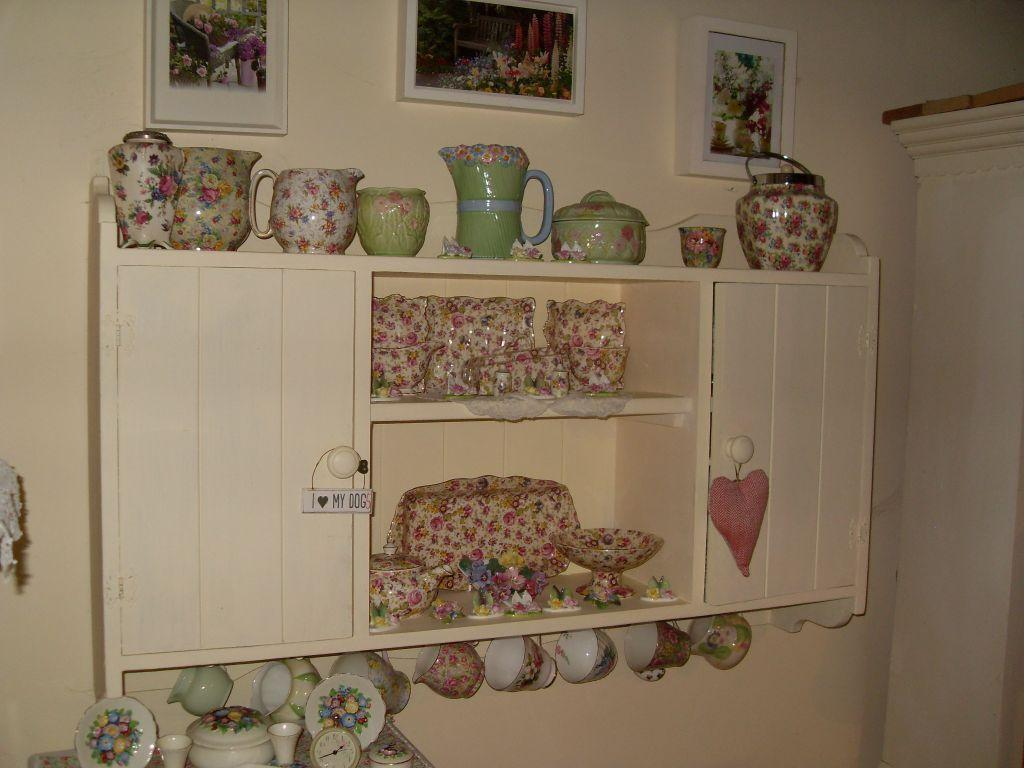 Vintage laura ashley country buy sale and trade ads for Furniture kingdom benfleet