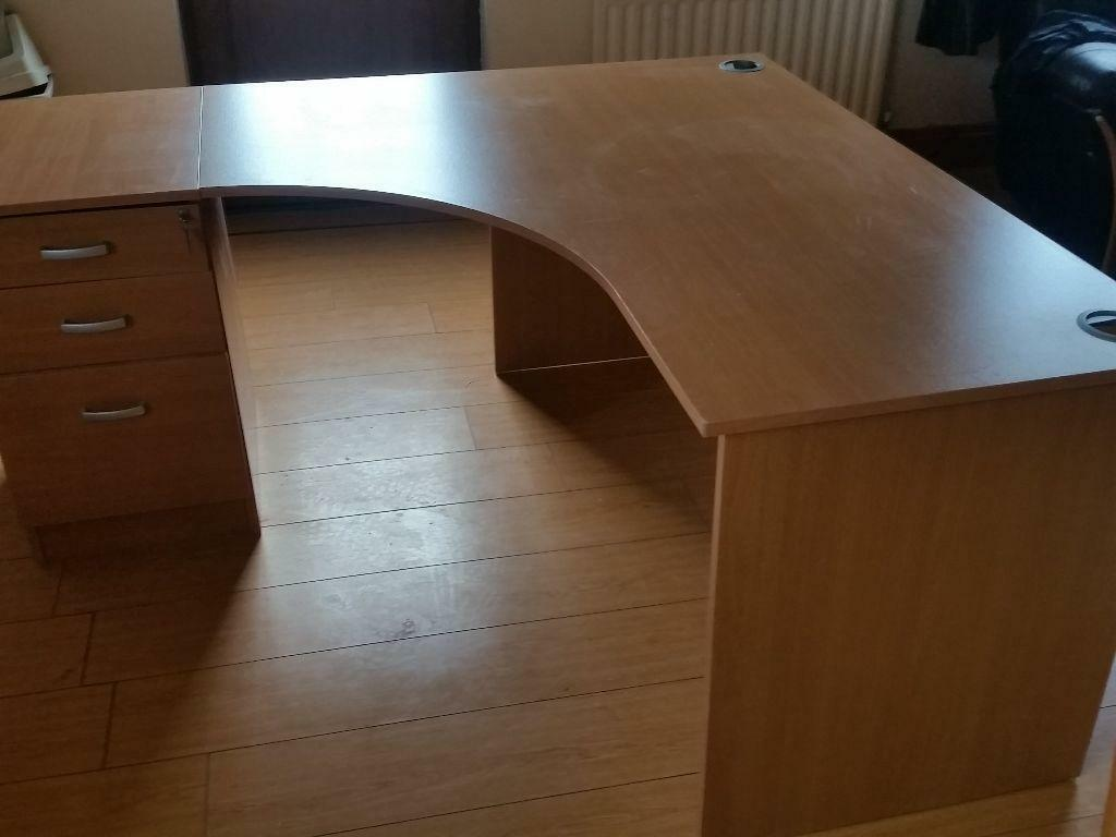 Executive Office Desk With Adjoining Pedistal