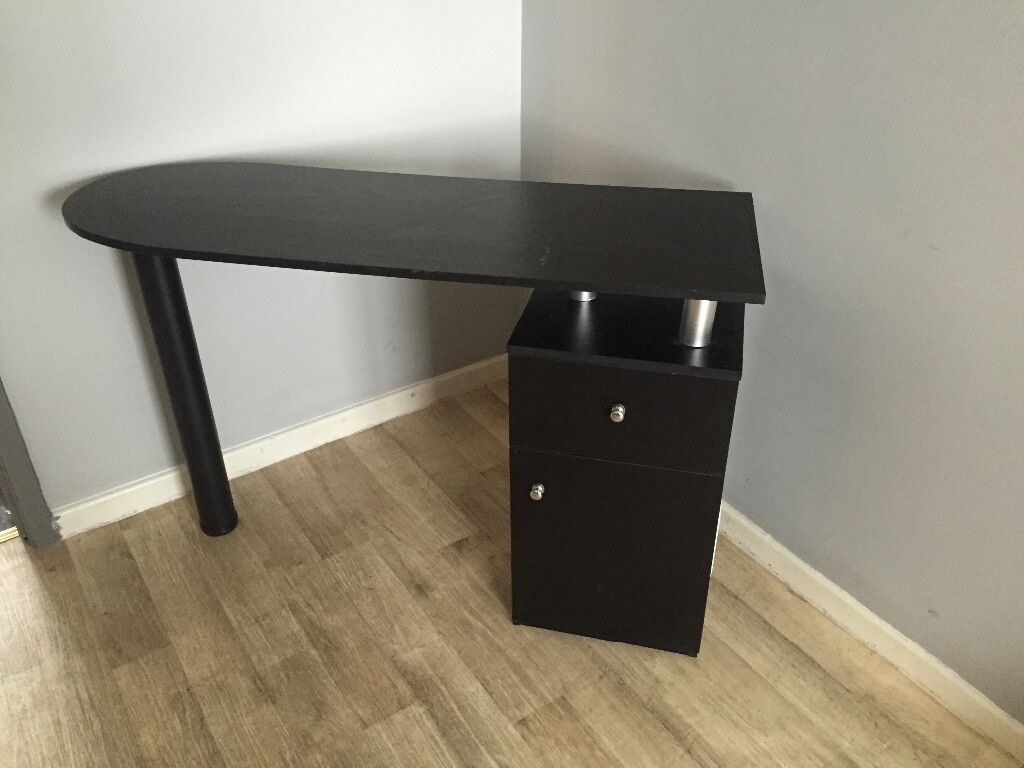 Nail bar dressing table united kingdom gumtree for Gumtree beauty table
