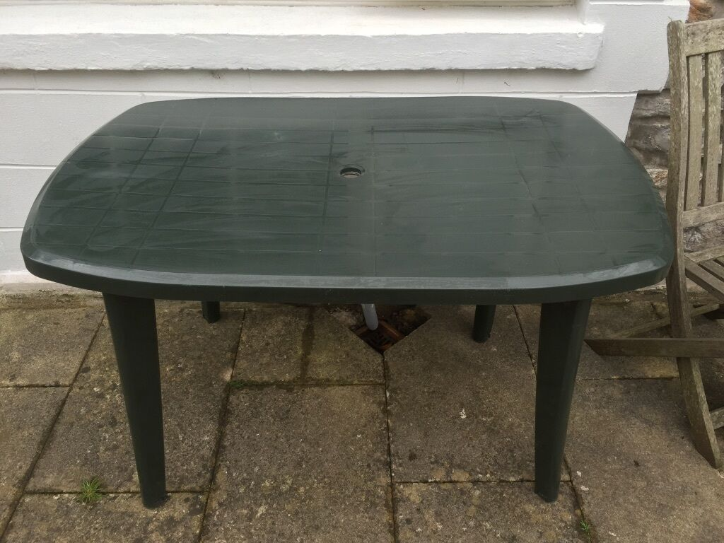 green plastic garden table buy sale and trade ads. Black Bedroom Furniture Sets. Home Design Ideas