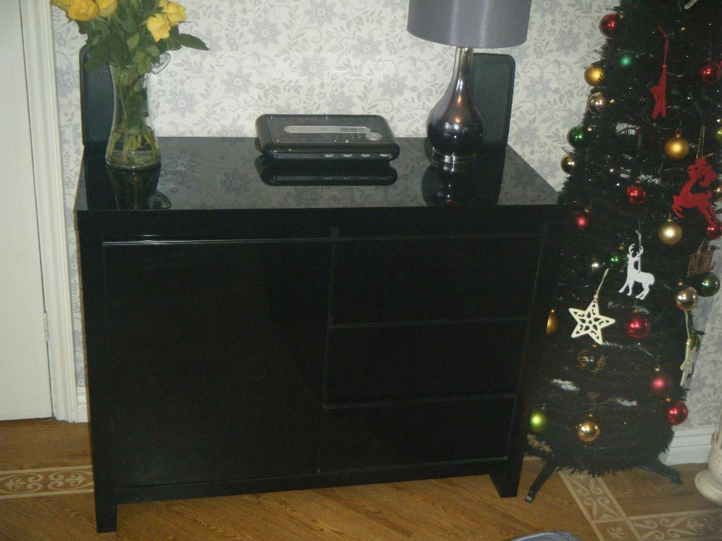 Amazing photo of  bookcase/display cabinet dimensions 90 cm wide x 30 cm deep x 165 cm with #987F33 color and 1024x768 pixels