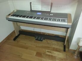 Dgx piano in united kingdom gumtree for Yamaha portable grand dgx 220 electronic keyboard