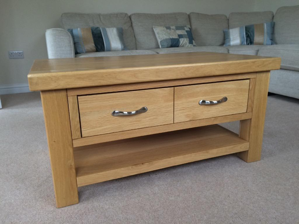 Wooden coffee table united kingdom gumtree for Coffee tables gumtree