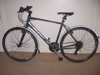 """IMMACULATE Giant Escape 3 2015 Hybid/Commuter/City/Town 21"""" Bike (will deliver)"""