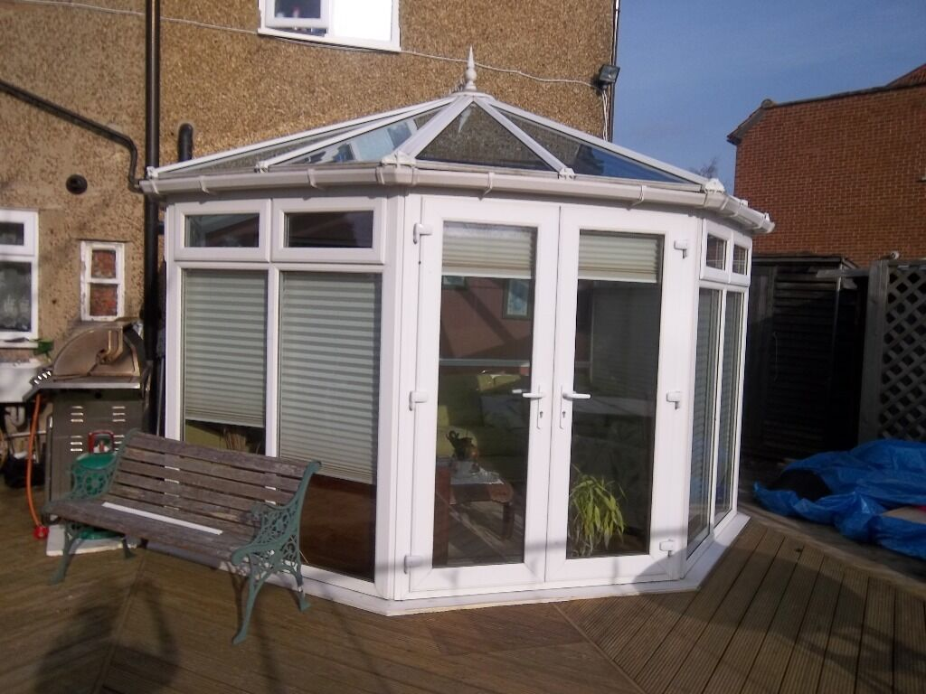 11 X 13 Conservatory With Ceiling Fan Light