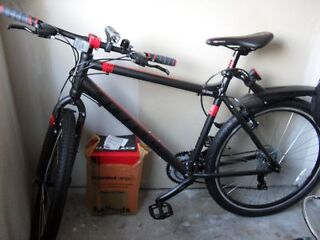 brand new mans large limited edition hybrid bicycle .bought 8 weeks ago never been used.