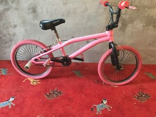 Pink Diamondback Stunt bike