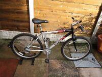 Trek 4000 Mountain / Hybrid Bike 18 Inch Frame Hardly Been Used