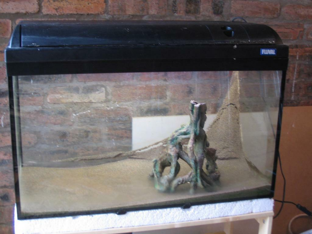 Fluval tropical fish tank with filter lights hood and for Fish tank hood