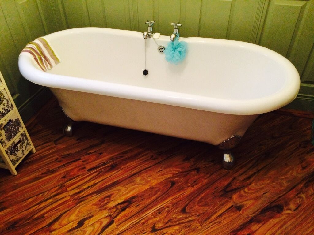 Free Standing White Bathroom Buy Sale And Trade Ads