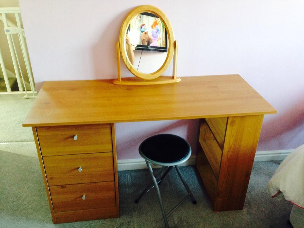 Dressing table mirror and stool for sale united for Vanity table and mirror for sale